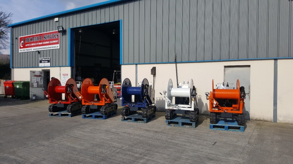 Mobile tracked jetting reel